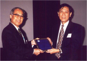 Dr. I Chiu Liao was named AFS Honorary Life Member during the Fifth General Assembly in 1995. Former Society President, Dr. Liu Hsi Chiang, presented the Honorary Membership plaque to Dr. Liao during the Second World Fisheries Congress in Australia in 199